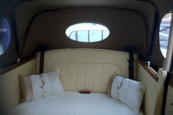 Regent - vintage style wedding car interior